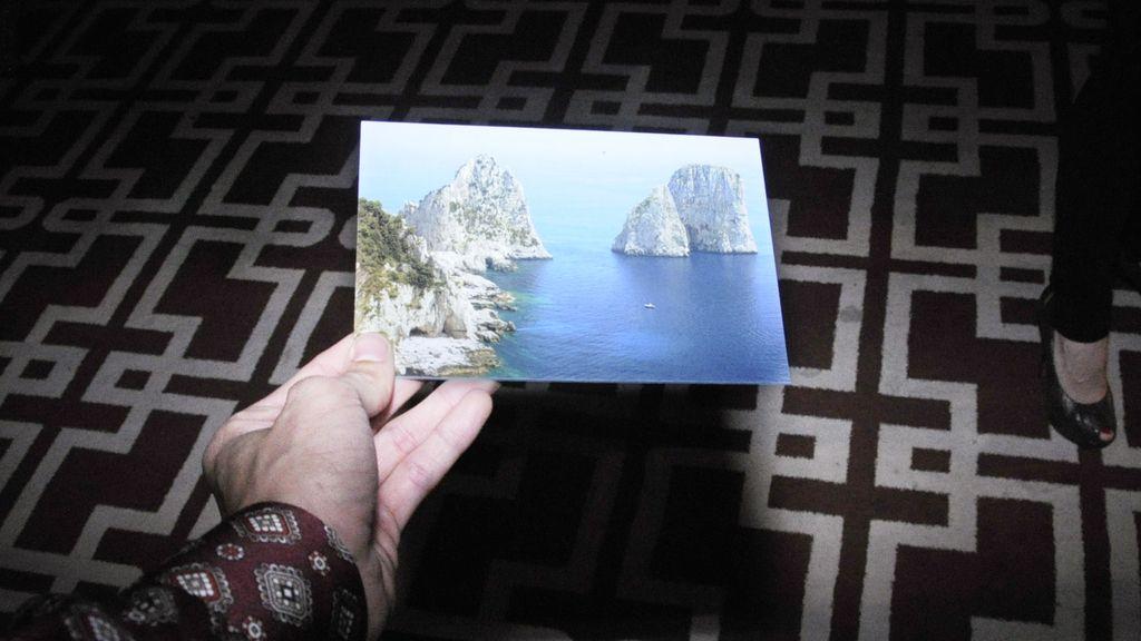 La costa italiana, tan presente en el universo de Dolce & Gabbana, ilustraba la invitación a la fiesta de Light Blue