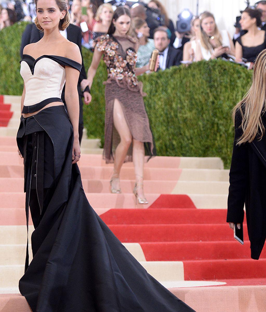 Emma Watson vestida de Calvin Klein Collection
