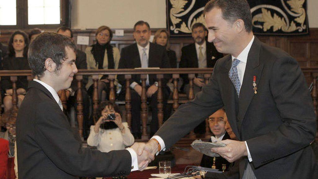 Octavio Ugarte, nieto de Nicanor Parra, recibe el Premio Cervantes en nombre de su abuelo