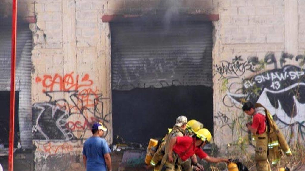 El incendio comenzó en una fábrica de neumáticos