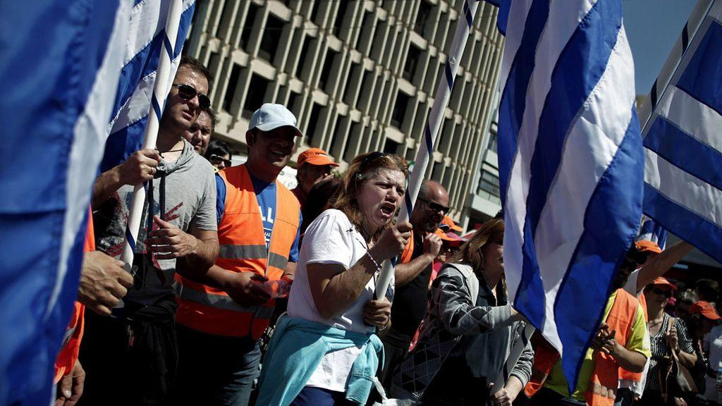 Protestas de los funcionarios por los nuevos recortes en Grecia