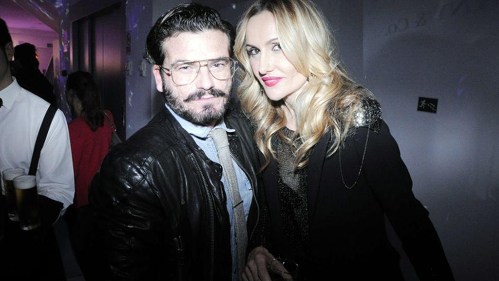 El fotógrafo Valero Rioja junto a Clara Courel