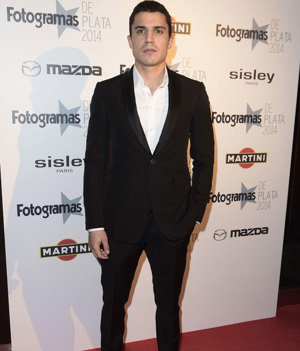 Alex González posó antes de la gala la 'red carpet'