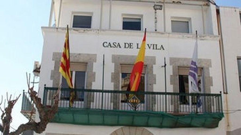 Bandera española en un ayuntamiento de cataluña