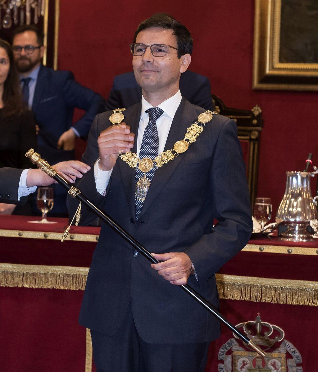 El socialista, Francisco Cuenca, elegido nuevo alcalde de Granada