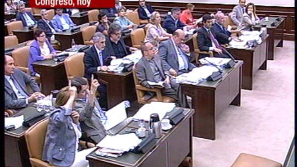 La reforma laboral sale adelante gracias a las abstenciones de PNV y CiU