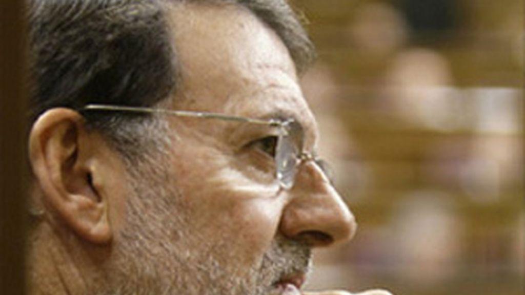 """Rajoy acusa a Zapatero de """"jugar con el Estado como si fuera un Mecano"""""""