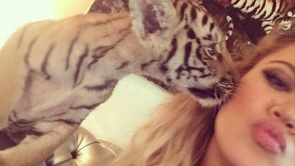 Khloe Kardashian enfada a sus fans con su foto con un bebé león