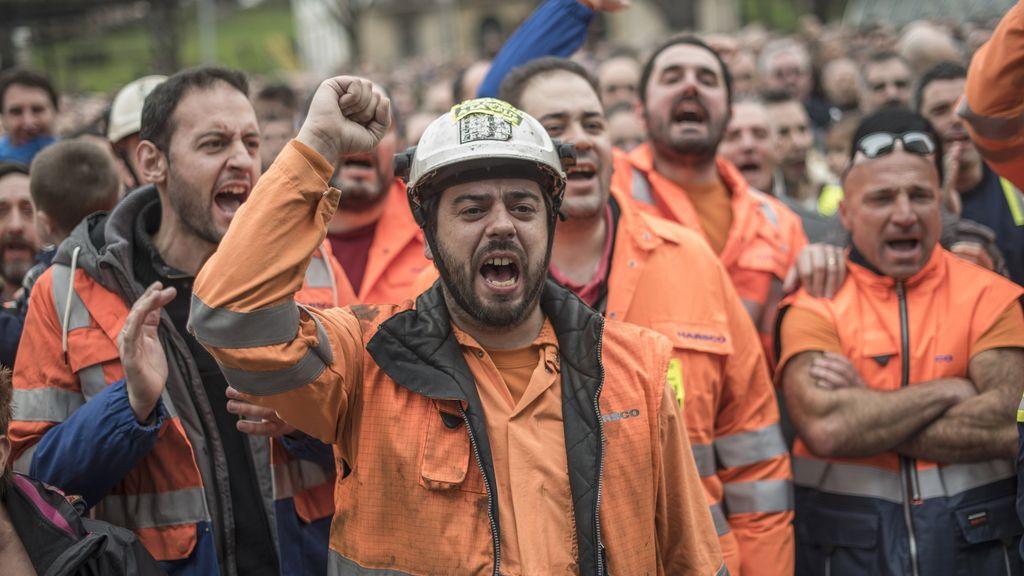 Miles de personas secundan la manifestación de los trabajadores de la ACB de Sestao