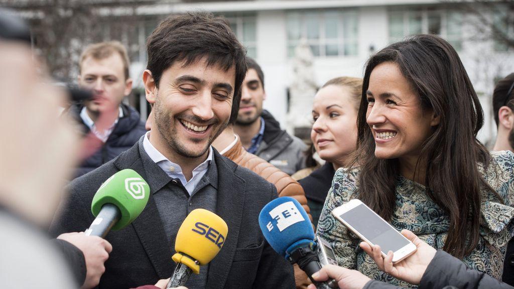 Toni Roldán y Begoña Villacís tras un acto con militantes
