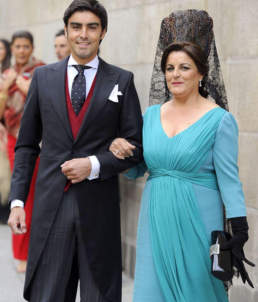 El novio y su orgullosa madre