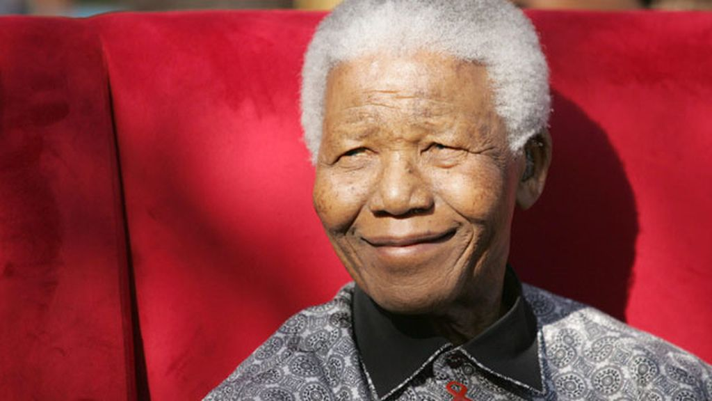 Nelson Mandela continua en el hospital