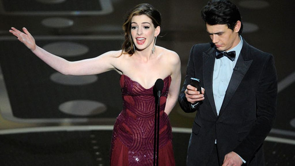 La suerte de Anne Hathaway: siete modelitos en una noche