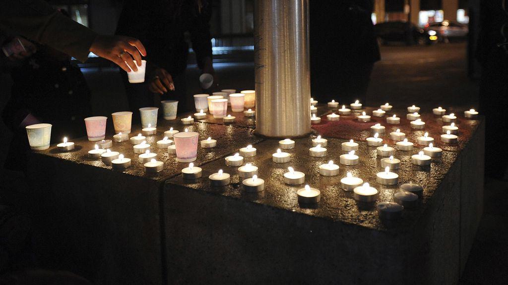 Las velas recuerdan a las víctimas de la tragedia de Connecticut