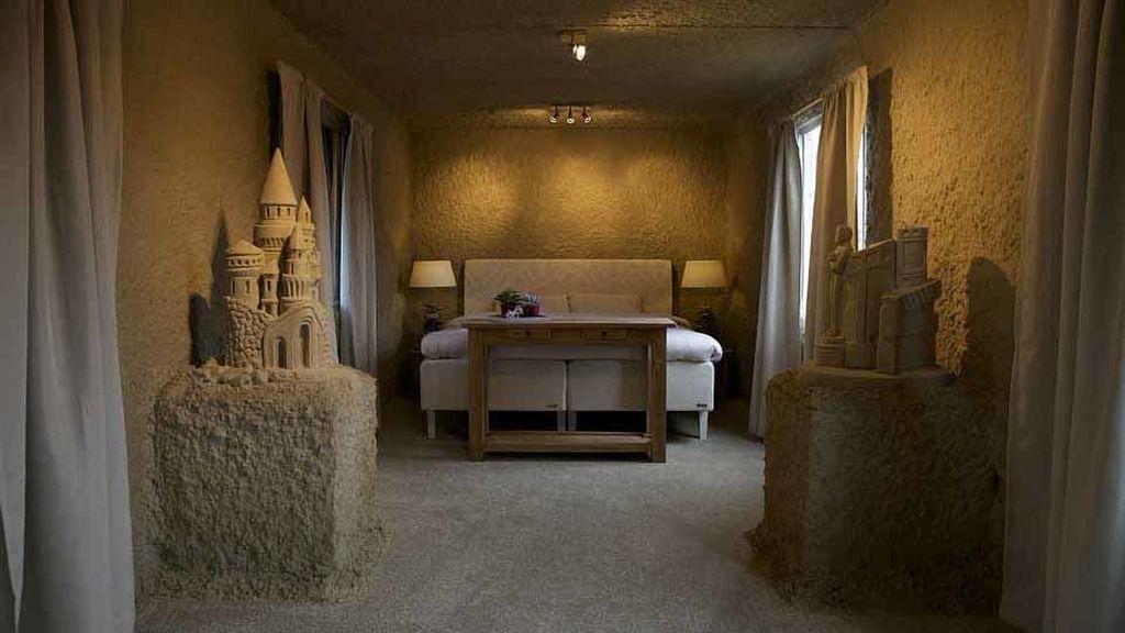Zand Hotel ha creado dos construcciones de arena para que los turistas pasen la noche