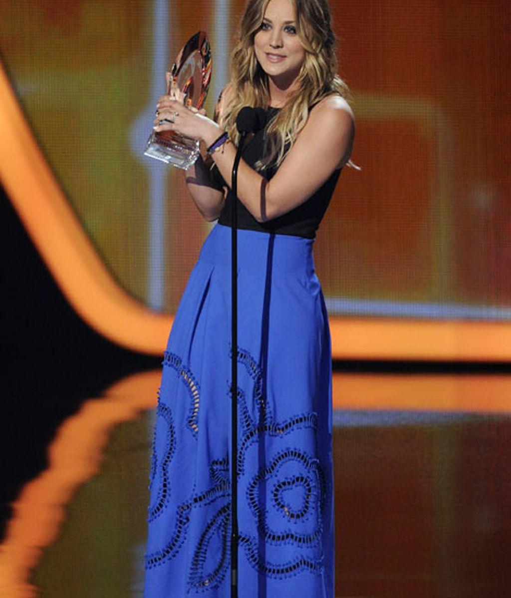La recién casada Kaley Cuoco ganó el premio a actriz favorita de comedia