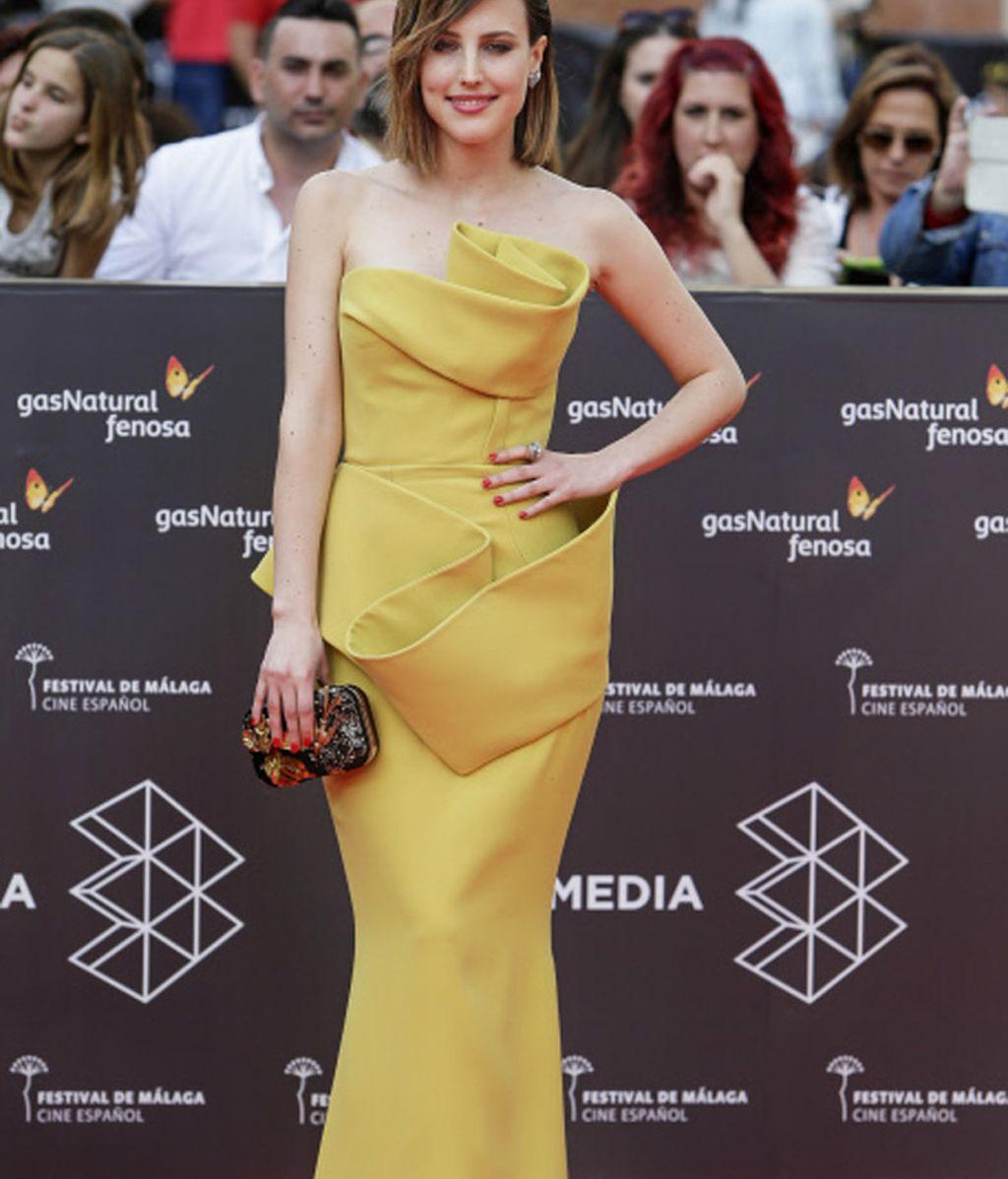 Natalia de Molina se atreve con el amarillo mostaza para la inauguración del Festival de Málaga