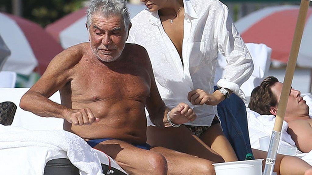 Roberto Cavalli también se tuesta en Navidad