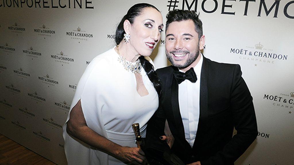 Rossy de Palma junto al gran Miguel Poveda, que llenó la gala de arte con su actuación