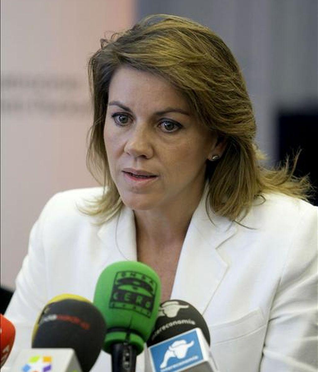 La secretaria general del PP, María Dolores de Cospedal, en la rueda de prensa. Foto: EFE