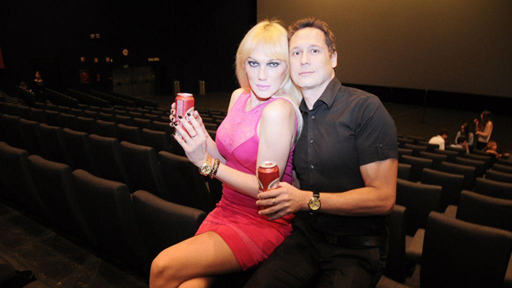 Topacio Fresh, que tiene un breve papel en la película, junto a su marido Israel Cotes