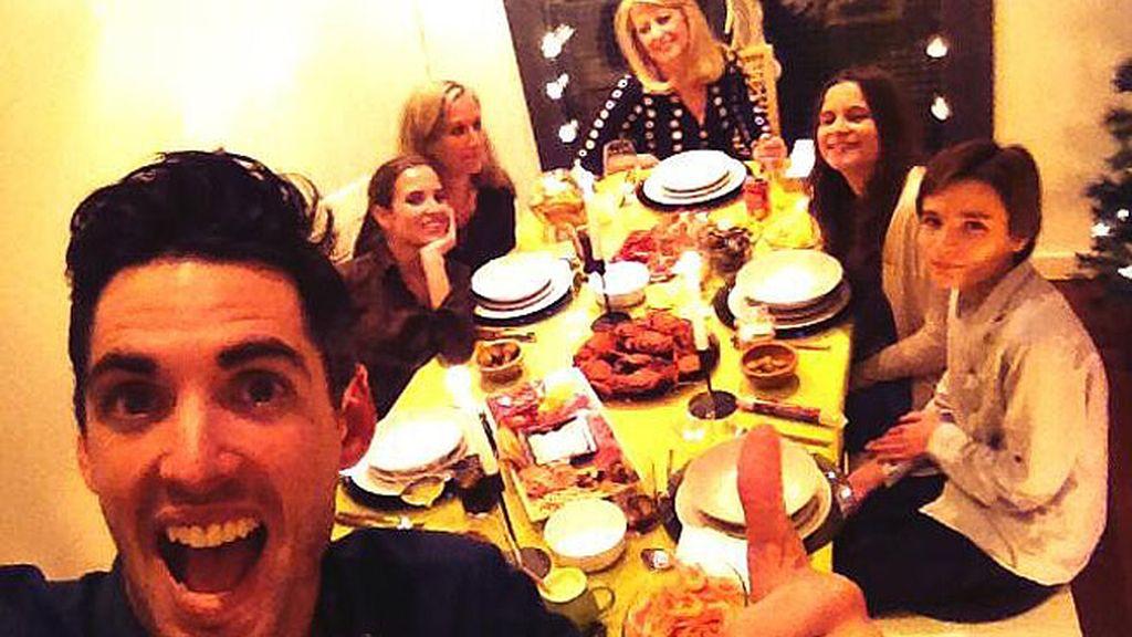 Santi Trancho y Ana Fernández celebraron la Nochevieja con la familia de la actriz