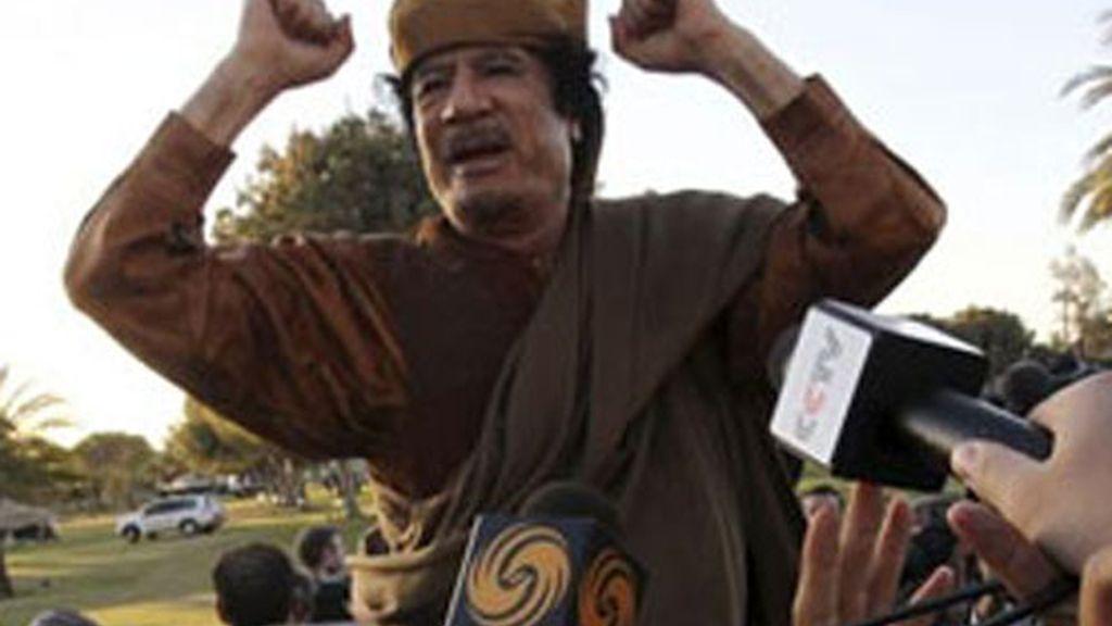 Muamar el Gadafi tras la reunión con los líderes africanos