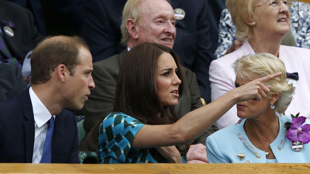 Kate Middleton eligió un veraniego vestido azul turquesa para el evento