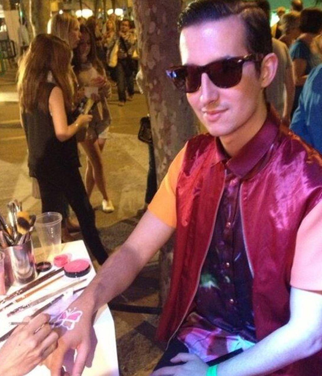 Nuestro bloguero Crawford no perdió la ocasión de tatuarse en la mano