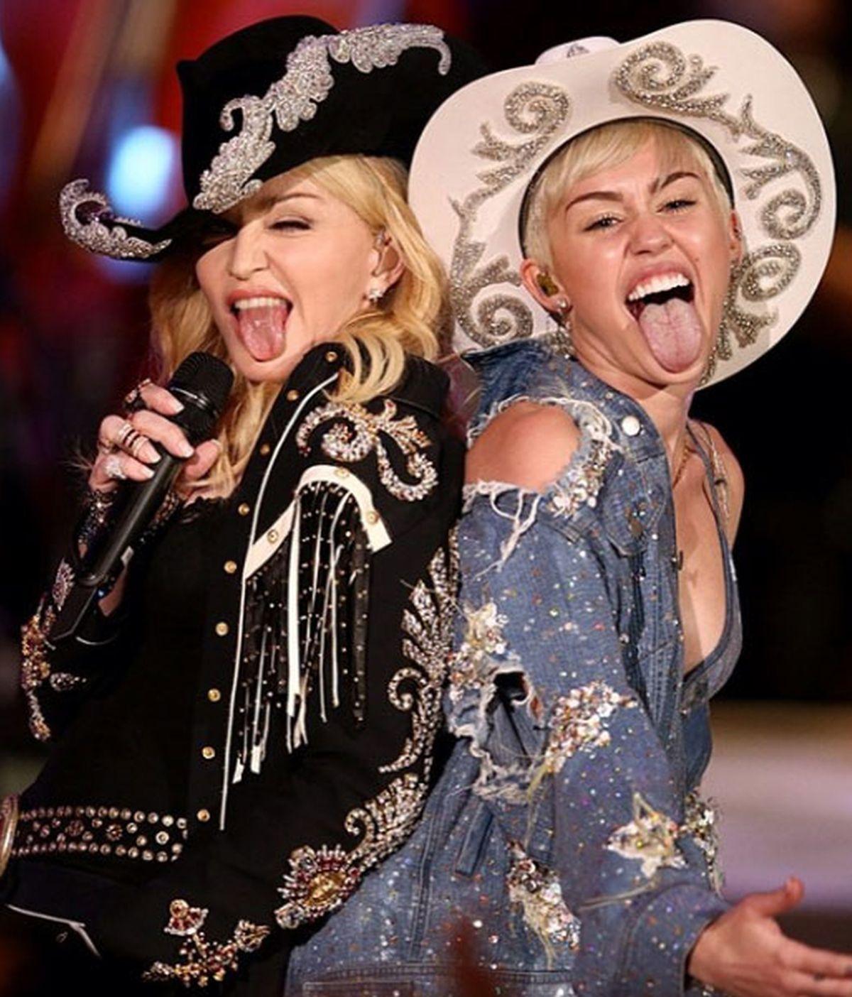Miley y Madonna durante su actuación