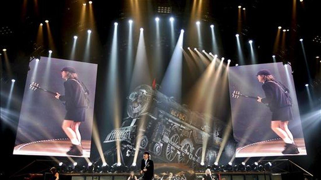 Concierto que la banda de rock australiana AC/DC  ofrecido el martes pasado en el Palau Sant Jordi de Barcelona. EFE/Archivo
