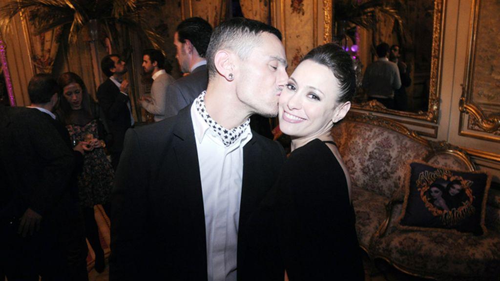 David Delfín y Natalia Verbeke, con vestido de Maje