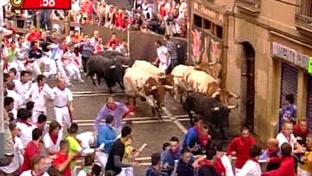 Al igual que en días anteriores los toros no resbalaron en la curva de Mercaderes