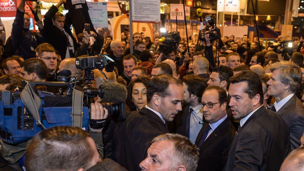 François Hollande sufre las protestas de los agricultores