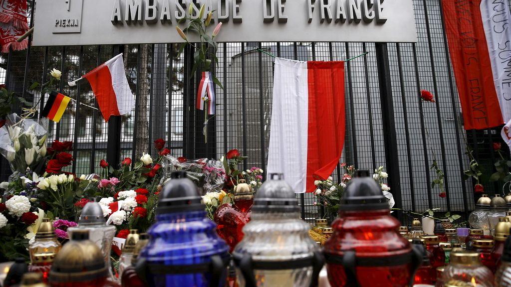 Polonia rinde homenaje a los fallecidos en los atentados