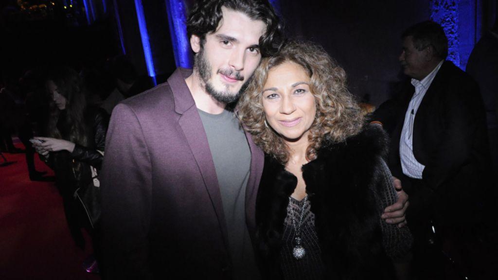 El actor Yon González con Lolita