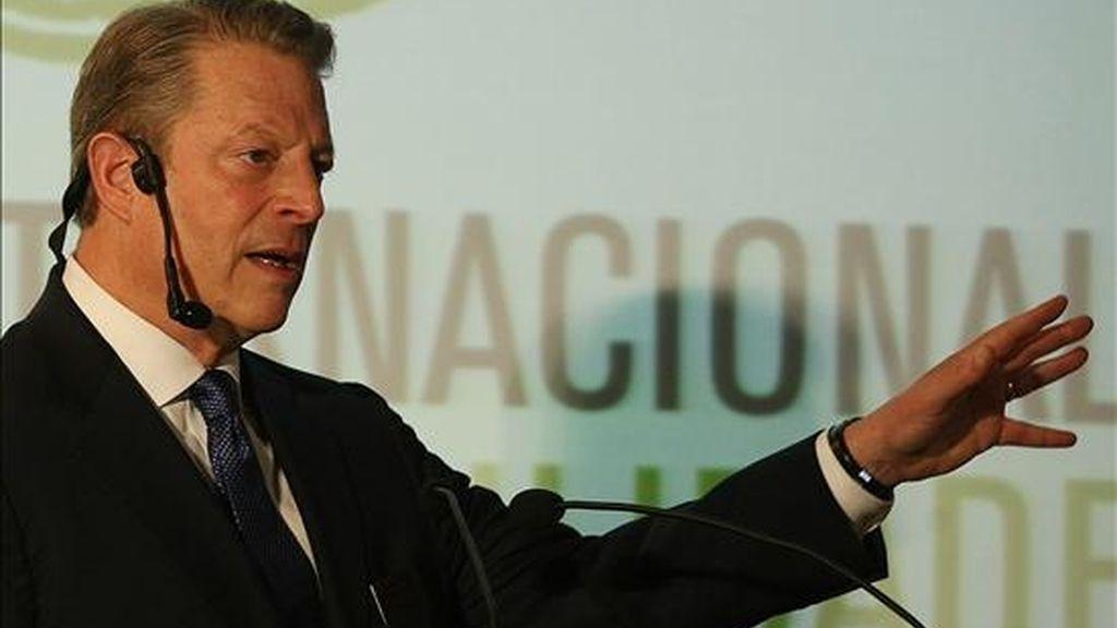 El ex vicepresidente de EE.UU., Al Gore, habla sobre la importancia del Amazonas para detener el Cambio Climático, durante el Foro Internacional de Sustentabilidad, realizado en la ciudad de Manaos (Brasil). EFE