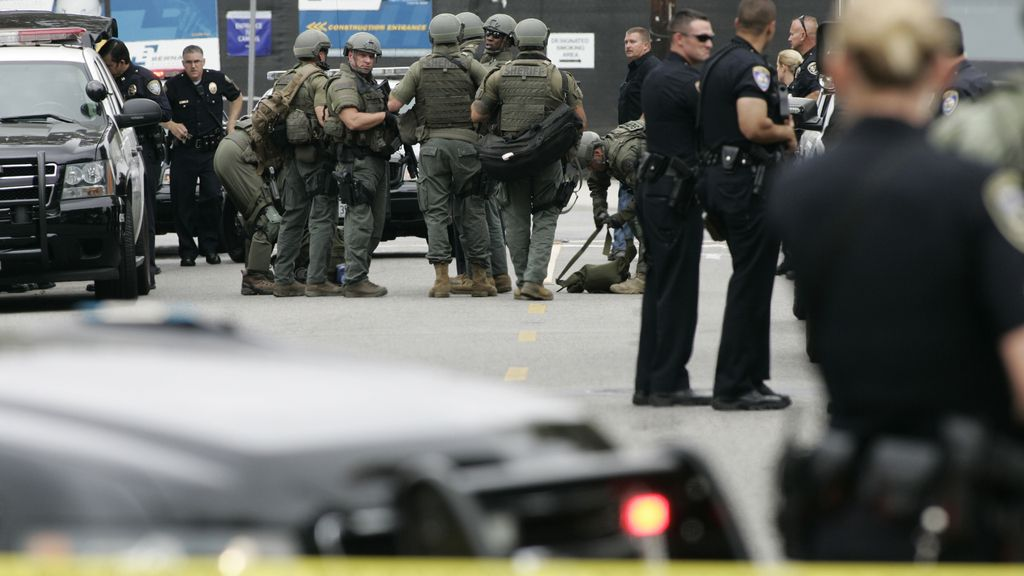 Un hombre mata al menos a seis personas a tiros en una universidad de Santa Mónica