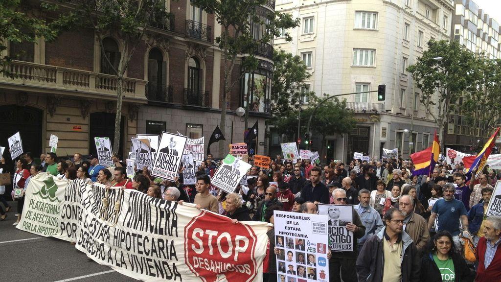 """Cientos de personas marchan en Madrid contra la """"estafa hipotecaria"""""""