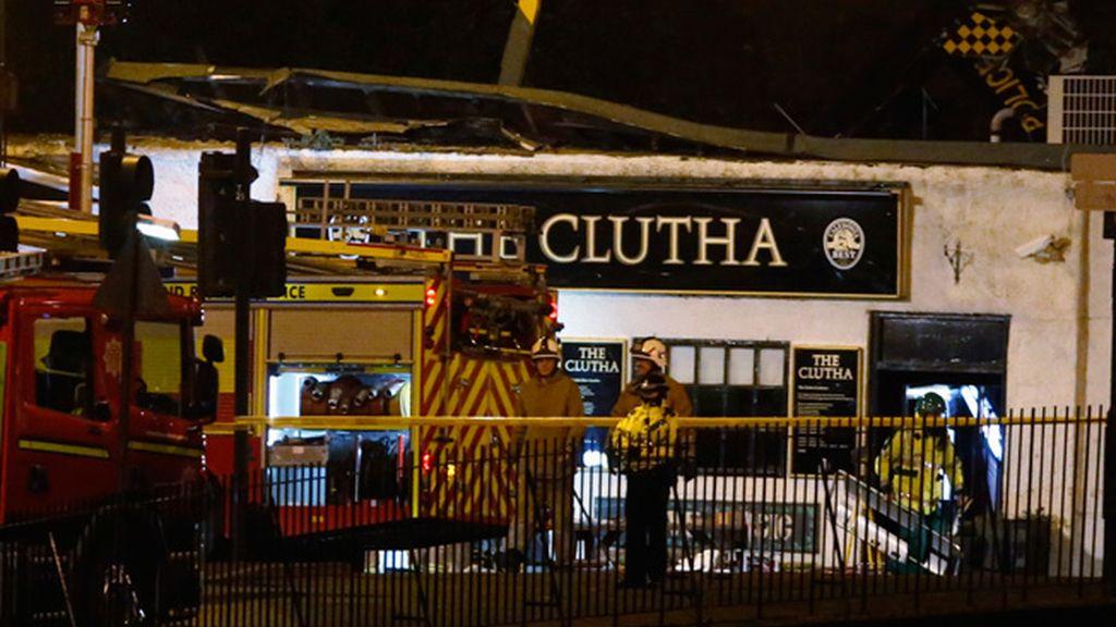 Se estampó contra el tejado del bar 'Clutha Vaults'