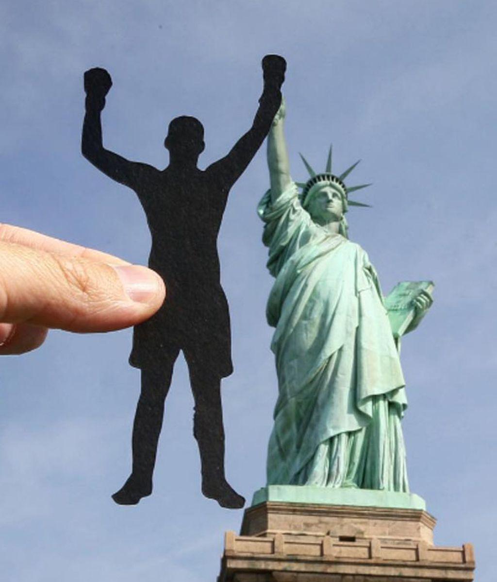 La Estatua de la Libertad da la mano al icono del boxeo Muhammad Ali