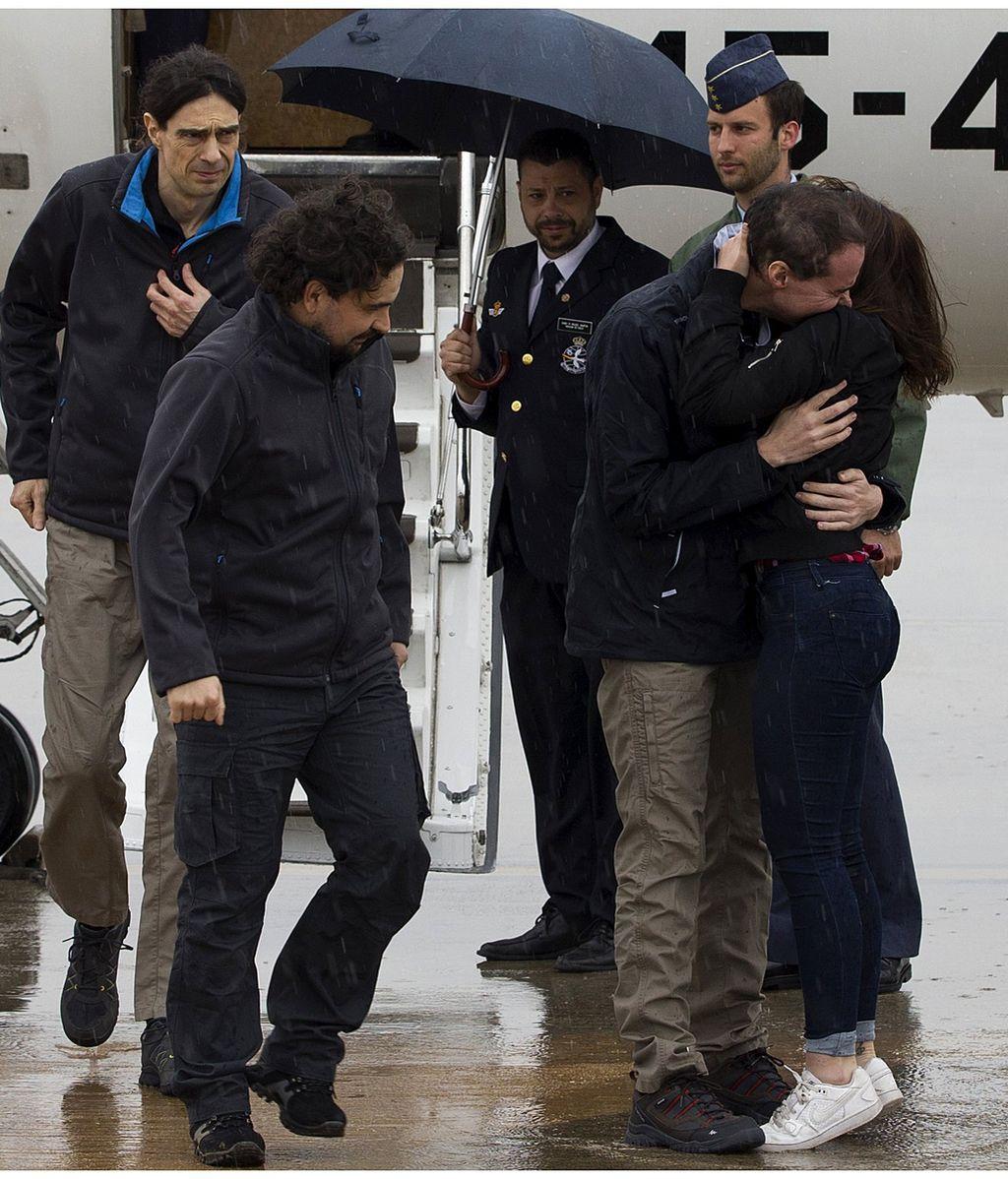 Llegan los periodistas secuestrados en Siria a la base aérea de Torrejón de Ardoz