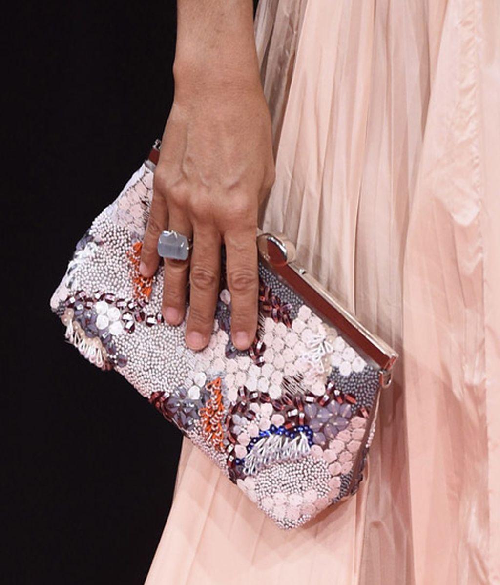Un detalle del bolso de Cayetana Guillén Cuervo
