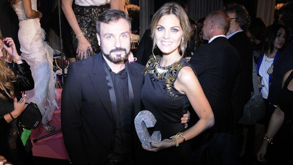 David Sánchez quiso felicitar a Amaia Salamanca por su premio Mujer Cosmopolitan