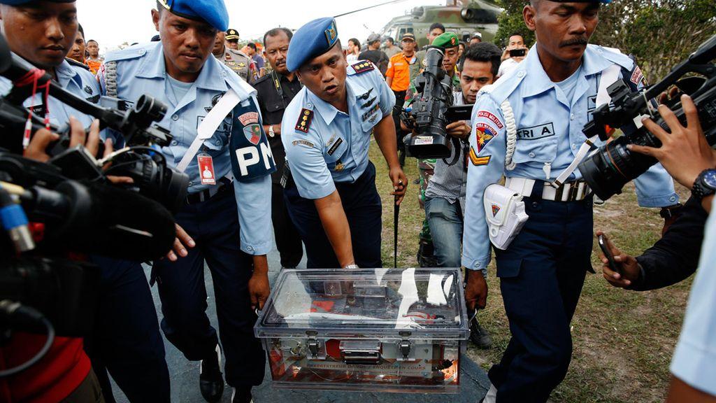 Recuperadas las cajas negras del avión de AirAsia siniestrado