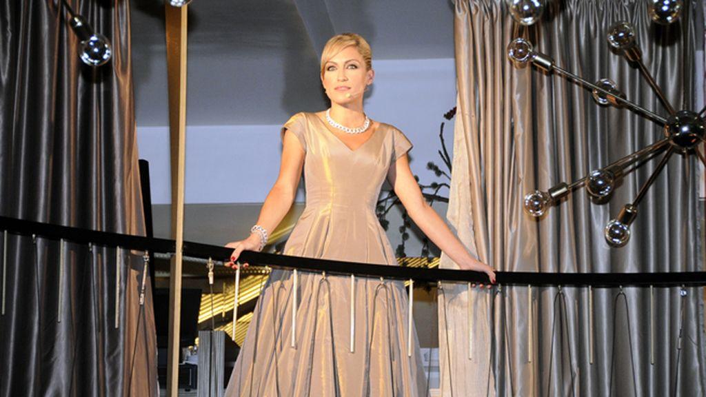 Una doradísima Luján Argüelles fue la encargada de presentar el evento