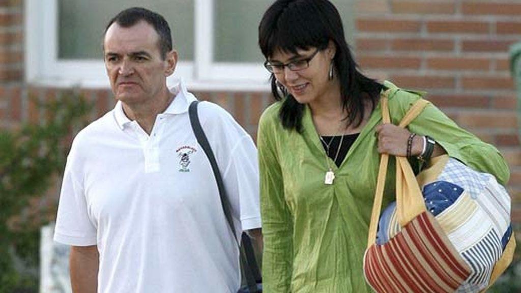 Iñaki de Juana sale de la cárcel acompañado de su mujer. Vídeo: Informativos Telecinco