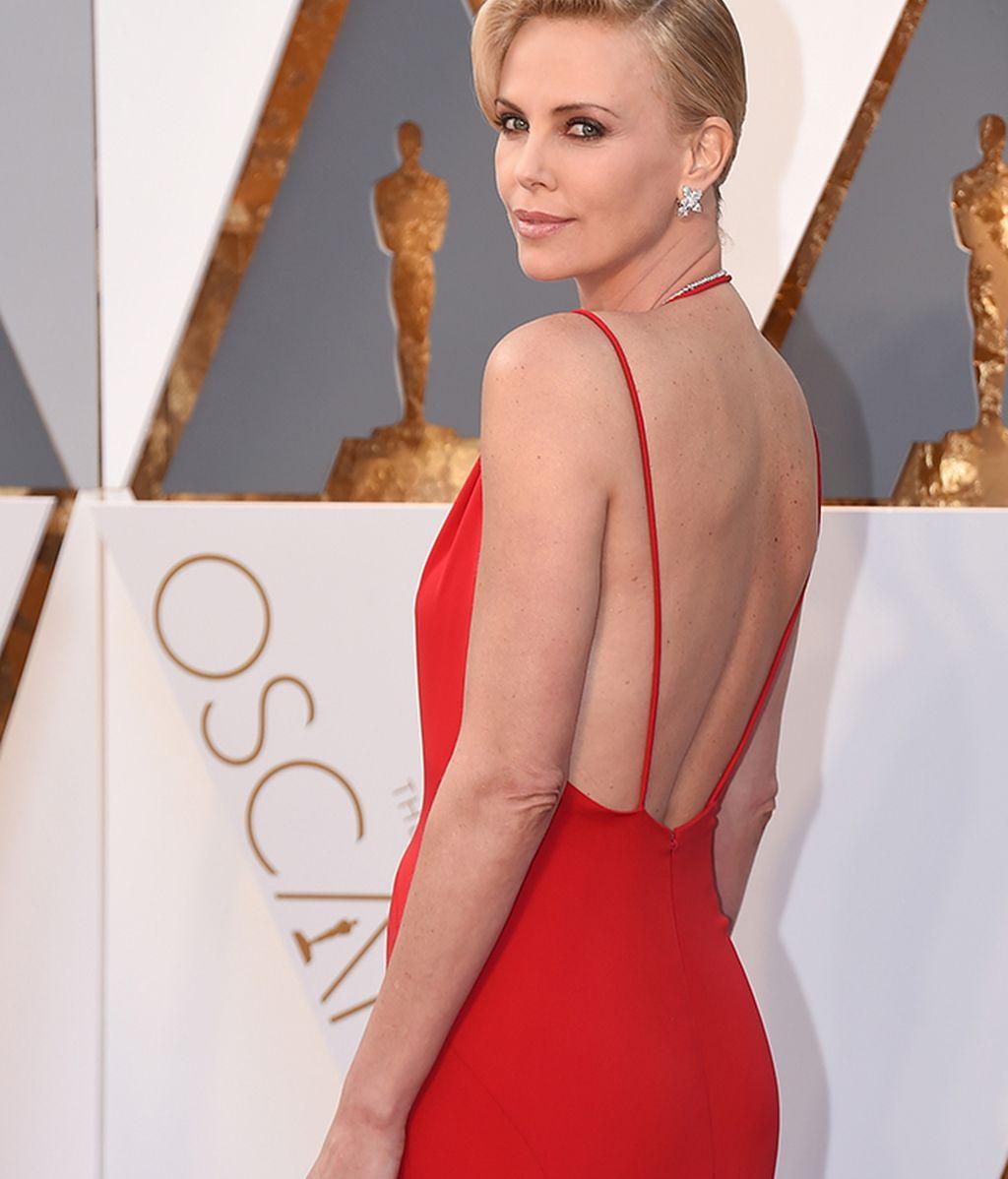 Detalle de la espalda de Charlize Theron