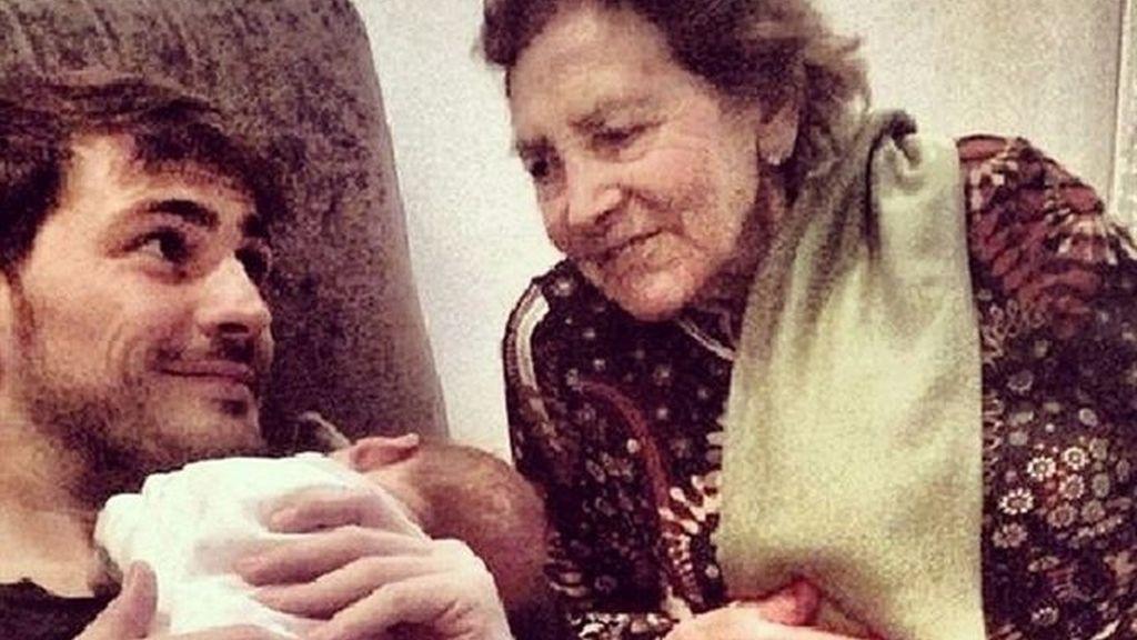 Iker y su abuela, con Martín