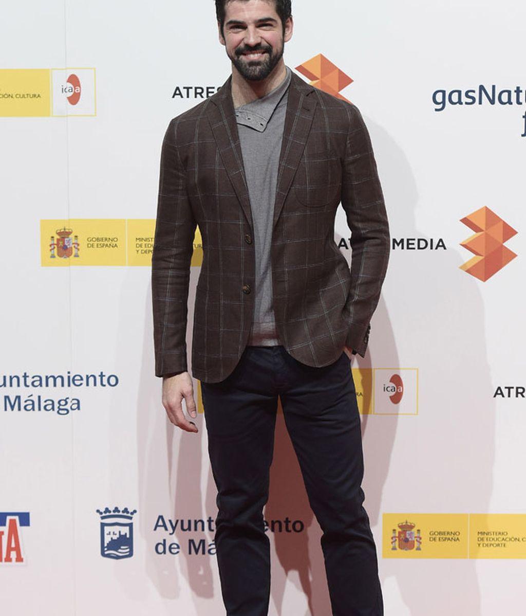 El actor de 'Hablar', Miguel Ángel Muñoz, con americana de cuadros